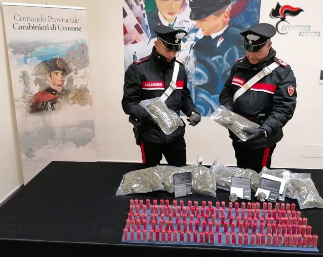 images Crotone, teneva la cocaina nel bagno dell'ex liceo Gravina: arrestato un 43enne