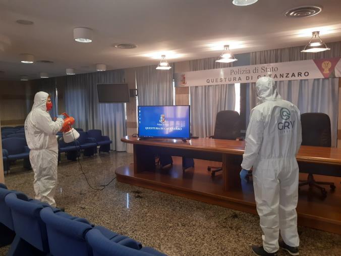 images I locali della Polizia di Stato in provincia di Catanzaro saranno tutti sicuri: Siulp e Fsp sanificano i locali