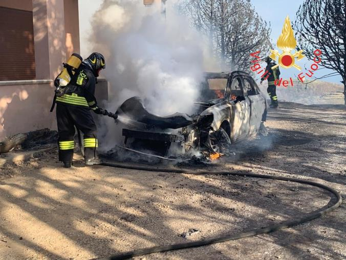 images Incendio a Sersale: in fiamme tre auto