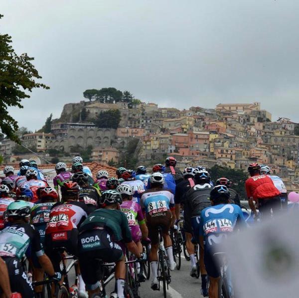 """images Il Giro d'Italia. Tiriolo e il suo essere la """"Cortina del Sud"""". Il vicesindaco  Balsamo: """"Momento indimenticabile"""""""