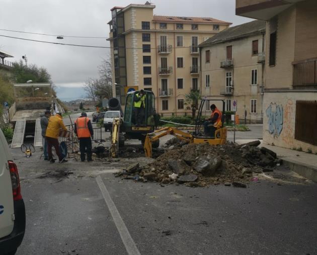 images Allerta meteo, al lavoro fino a mezzanotte per ripristinare la rete fognaria a via Turco e per gli smottamenti in città