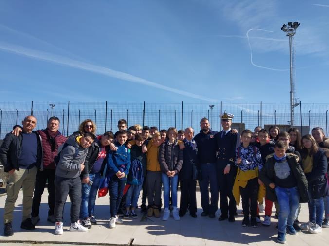 images La Capitaneria di porto di Corigliano Calabro ospita gli alunni dell'Istituto Scolastico comprensivo di Terranova da Sibari