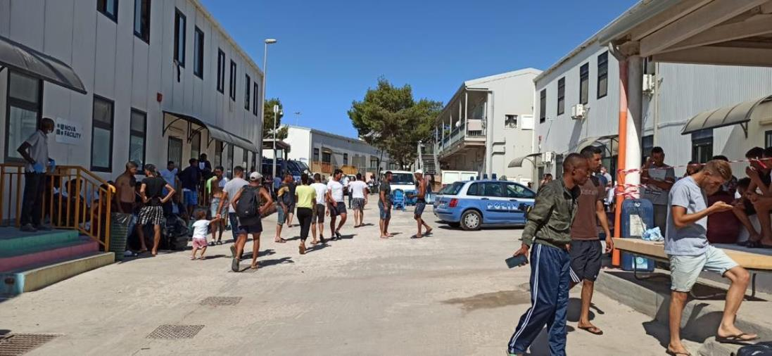 """images Fsp Polizia: """"Fra gli ultimi migranti sbarcati a Lampedusa ce ne sono 25 positivi al test sierologico"""""""