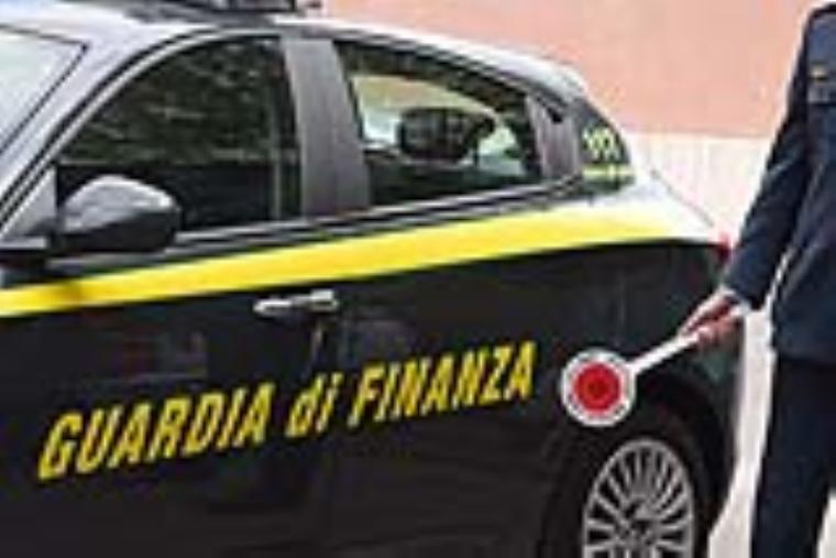 images La Guardia di Finanza di Firenze sequestra 7 milioni di euro per frode fiscale ad un  terzista di nota griffe internazionale