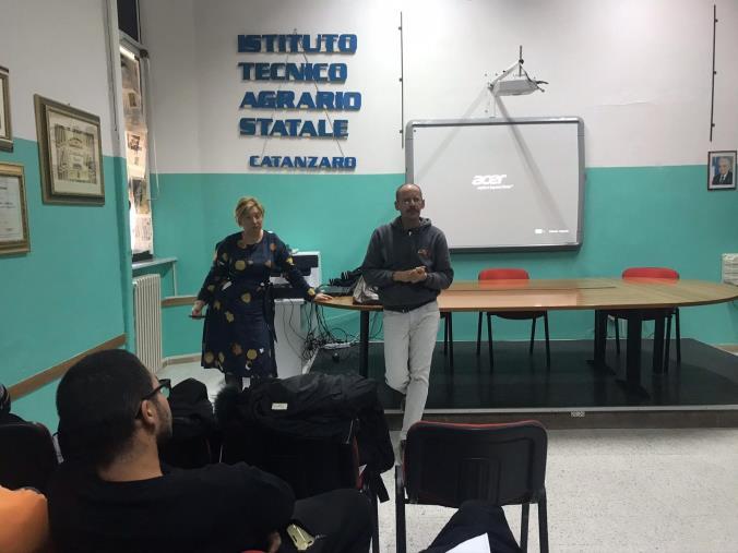 """images Lotta alle mafie e testimonianze di """"rinascita"""", l'Istituto agrario di Catanzaro accoglie l'associazione Libera"""