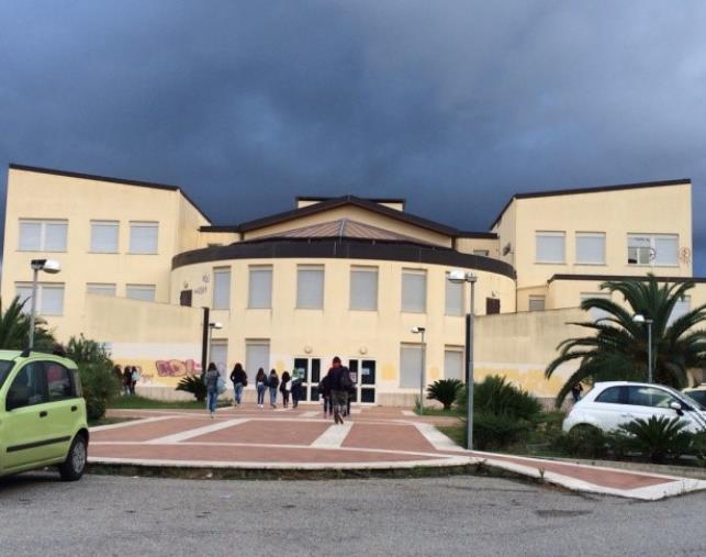 """images L'IIS Fermi di Catanzaro Lido da domani apre le porte per gli Open Day, l'invito degli studenti: """"Visita la scuola del tuo successo!"""""""