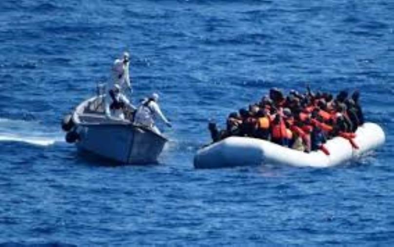 Migranti. Nuovo sbarco lungo le coste ioniche della Locride: sono 74 e tra loro 5 donne e 6 bambini