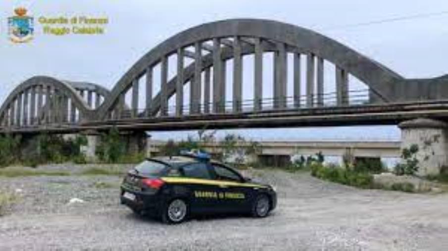 """Reggio Calabria. Sequestrato dalla Guardia di finanza il ponte di Pilati in Melito Porto Salvo, viadotto sulla fiumara """"Tuccio"""" a rischio crollo"""