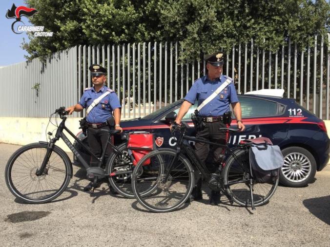 Crotone. Turisti subiscono il furto di costose bici elettriche, recuperate dai Carabinieri
