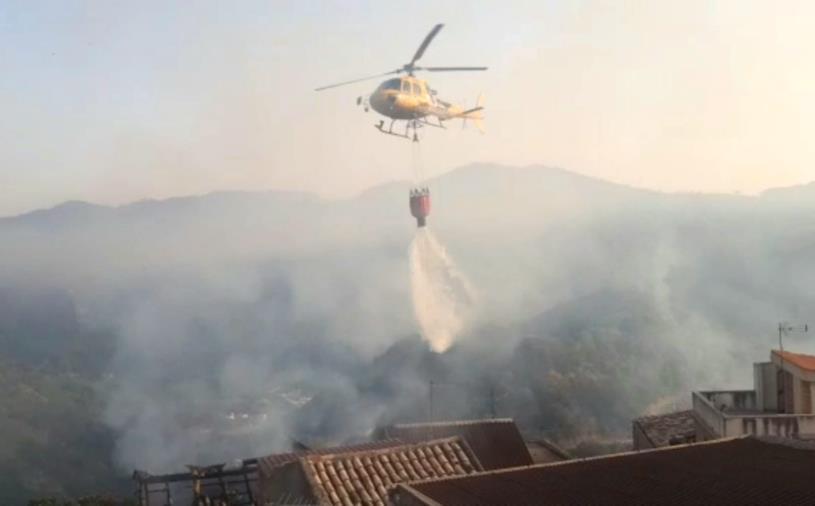 Incendi, Calabria verde in prima linea: quasi 100 a metà giornata