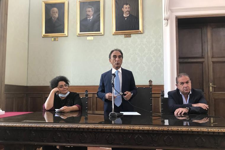 Catanzaro. Il sindaco e presidente della provincia Abramo ha presentato la realizzazione del palatennis di Giovino e la riqualificazione degli stadi Curto e Carlei