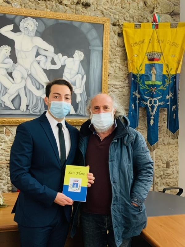 """Il sindaco Meta finanzia la pubblicazione del libro """"San Floro"""" di Salvatore Guerrieri"""