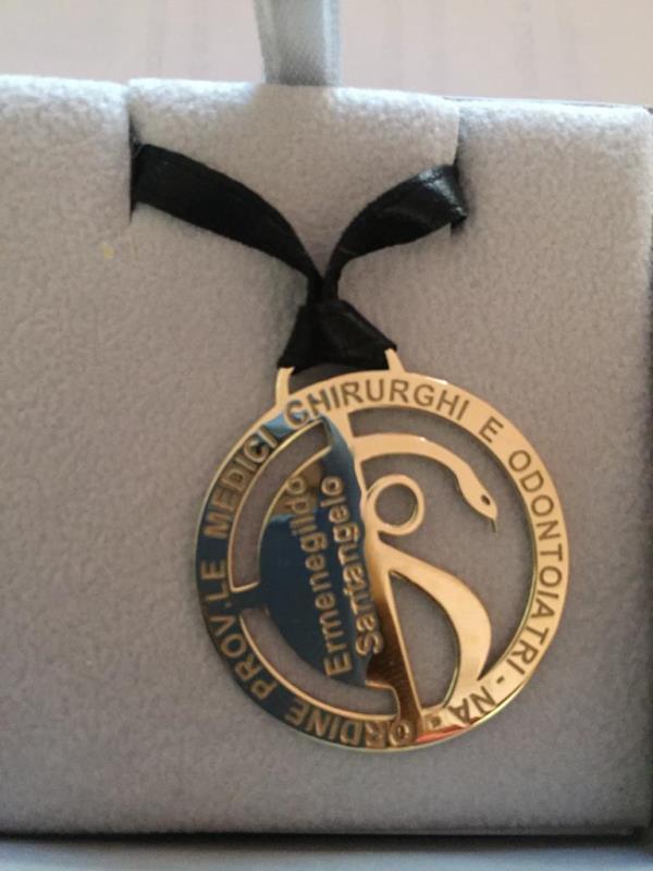 Umg Catanzaro. Una medaglia d'oro alla memoria del professore Santangelo dall'Ordine dei Medici di Napoli
